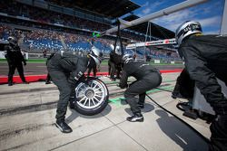 Team HWA AMG Mercedes team members ready for a pit stop ready for a pit stop
