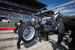 Pit stop for Bruno Spengler, Team HWA AMG Mercedes C-Klasse
