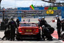 Pit stop for Renger van der Zande, Persson Motorsport, AMG Mercedes C-Klasse