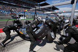 Pit stop for Jamie Green, Team HWA AMG Mercedes C-Klasse