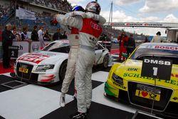 Race winnaar Martin Tomczyk, Audi Sport Team Phoenix met Timo Scheider, Audi Sport Team Abt
