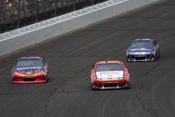 Kyle Busch, Joe Gibbs Racing Toyota and Greg Biffle, Roush Fenway Racing Ford