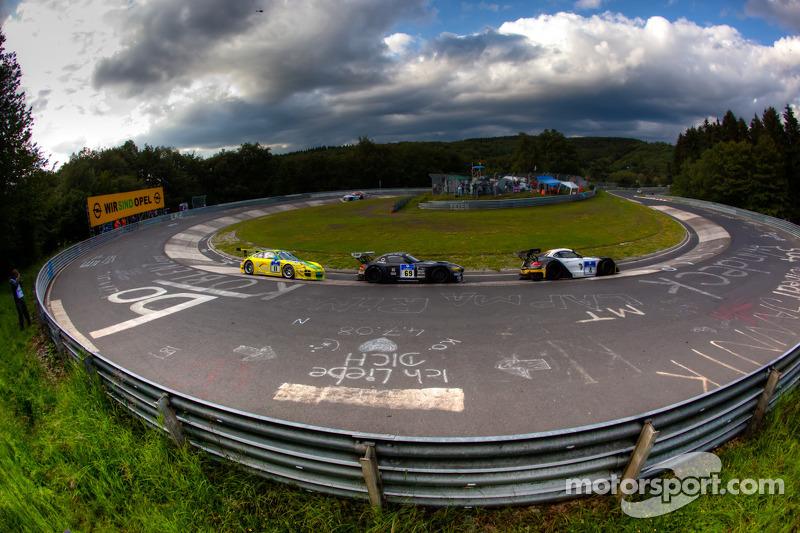 El #4 Schubert BMW Z4GT3 del equipo Need for Speed: Marko Hartung, Jörg Viebahn, Tom Coronel y Clau