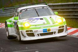 El #27 Pinta Racing Porsche GT3 R: Michael Illbruck, Manuel Lauck, Joerg van Ommen, Altfrid Heger