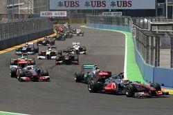 Льюис Хэмилтон, McLaren Mercedes лидирует в группе