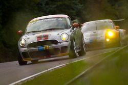 #147 MINI Motorsport Mini Cooper: Maximilian Engert, Marcus Schurig, Jürgen Schmarl, Nico Bastian