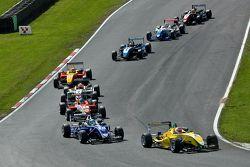 Felipe Nasr mène un groupe