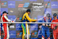 Podium: Lucas Foresti, Felipe Nasr, William Buller en Bart Hylkema