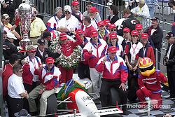 Helio Castroneves celebrating