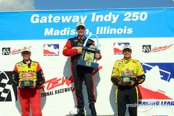 Le podium: Mark Dismore, Al Unser Jr. Et Sam Hornish Jr.