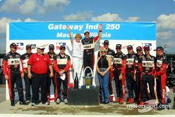 Al Unser Jr fête la victoire avec le Team Galles Racing
