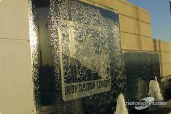 Décor d'eau avec le logo de l'Indy Racing League