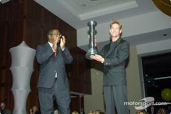 Parish Henry of MBNA presented a $20,000 bonus and MBNA Season Pole Award to Greg Ray