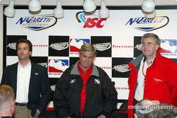 Craig Rust, Président du Nazareth International Speedway, Al Unser Sr et Woddy McMillan (Firestone)