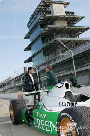 Dario Franchitti se prépare pour aller en piste