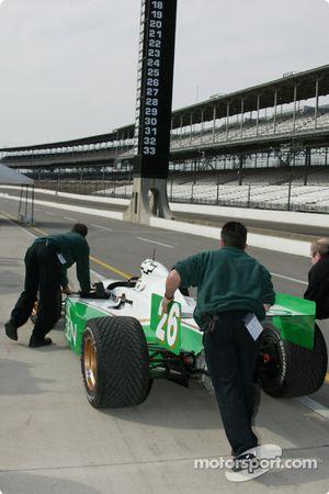 Le Team Green travaille sur la voiture n°26