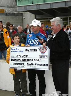 Billy Boat receiving the Survivor Award for qualifying on the bubble on bump day
