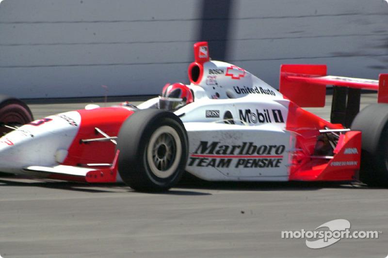 Пять раз «Инди-500» выигрывали дважды подряд. Из действующих гонщиков это удалось в 2001-2002 годах Элио Кастроневесу