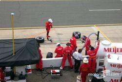 L'équipe de maintenance d'Arie Luyendyk