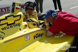 Sam Hornish Jr. getting last minute instructions from Brian Barnhart, VP of IRL Operations and crew