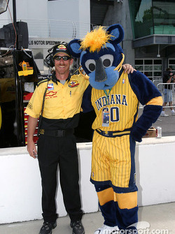 Boomer, the Indiana Pacers mascot, poses with Panther Racing crew chief Kevin Blanche