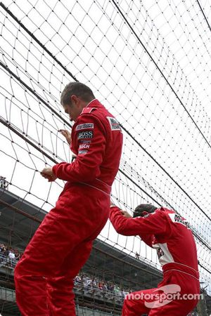 Gil de Ferran and Helio Castroneves have a run at the fence