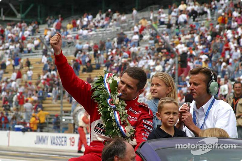 2003 - Gil de Ferran é o terceiro brasileiro a vencer em Indianápolis