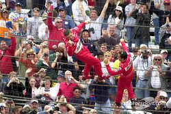 Gil de Ferran and Helio Castroneves give the crew a thumbs-up