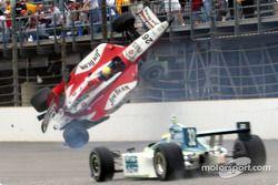 Dan Wheldon crasht