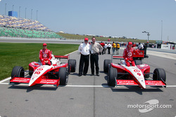 The front row: pole winner Scott Dixon with Tomas Scheckter