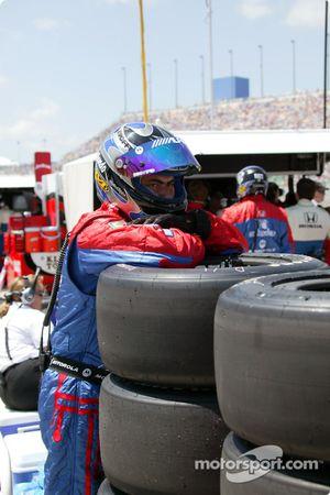 Andretti Green team member before the start