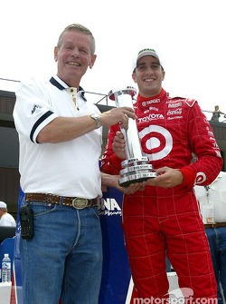 Tomas Scheckter receives the MBNA Pole Award from Bobby Unser
