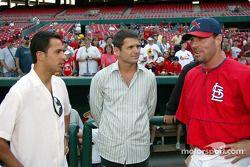 Visite du terrain de baseball des St. Louis Cardinals: Helio Castroneves et Gil de Ferran
