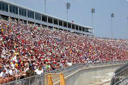 Kentucky Speedway crowd