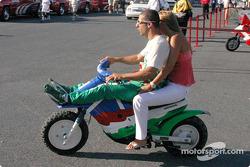 Tony Kanaan et ses amis à vitesse de croisière dans les stands