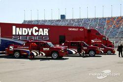Des véhicules de sécurité d'IndyCar