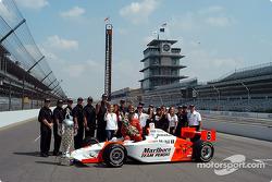 Race winner Gil de Ferran with Team Penske