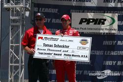Tomas Scheckter receives Texas pole award