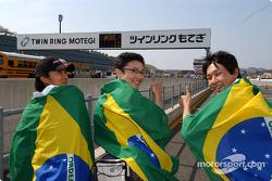 Des fans des pilotes brésiliens