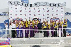 Airton Daré and the Harrah's Racing crew celebrating