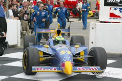 Tomas Scheckter pendant son toure de victoire