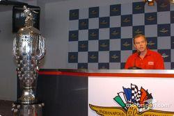 Al Unser Jr. and Borg-Warner trophy