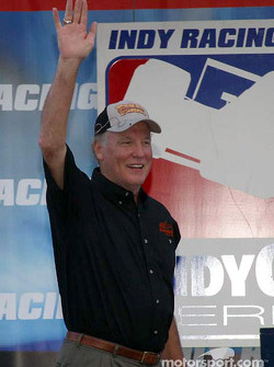 Former Dallas Cowboy Cliff Harris in pre-race ceremonies