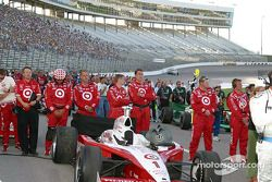 Scott Dixon's crew watch pre-race ceremonies