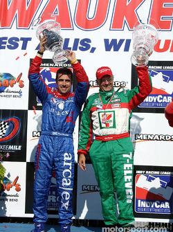 Victory Lane: le vainqueur Dario Franchitti et Kim Green