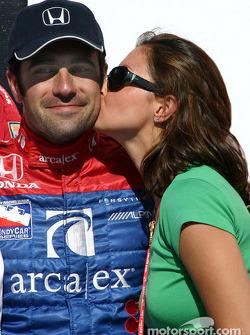 Victory Lane: le vainqueur Dario Franchitti avec sa femme Ashley