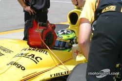 Tomas Scheckter reste frais dans la voie des stands
