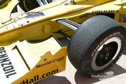 Des marbles sur les pneus de Tomas Schecker