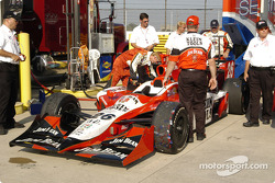 #26 Dan Wheldon Andretti Green Racing in fuel tech