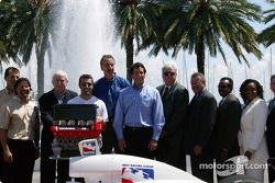 Barry Green, Michael Andretti, Dario Franchitti and Tony George pose with St. Petersburg representat
